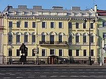 Дом арх. Трезини Университетская наб., 21.JPG