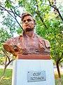 Памятник-бюст Герою Советского Союза Ф. П. Лютикову.jpg