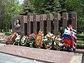 Памятник А. И. Лизюкову и семи неизвестным воинам, найденным в Лебяжье - panoramio.jpg