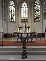 02 Dirx, Willi,St.Antonius OB, Chorraum mit Altartisch,Tabernakel und Osterleuchter.JPG