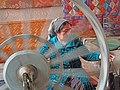 02 Fàbrica de seda Yodgorlik, Imom Zahiriddin Ko'chasi 138 (Marguilan), dona filant.jpg