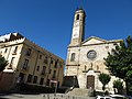 083 Plaça de Barberà (Badalona), amb l'església de Santa Maria.jpg