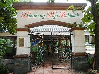 Quezon Memorial Circle - Hardin ng Mga Bulaklak gate.