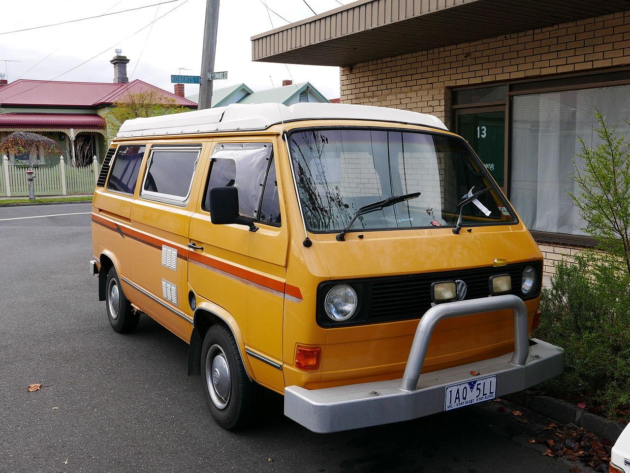 Vw Camper Van >> File:1982 Volkswagen Transporter (T3) van, Sunliner camper conversion (2015-06-03) 01.jpg ...