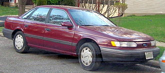 Ford Taurus (second generation) - 1992 Taurus GL with grey bumpers and side trim. For 1993, the aforementioned parts became color keyed.