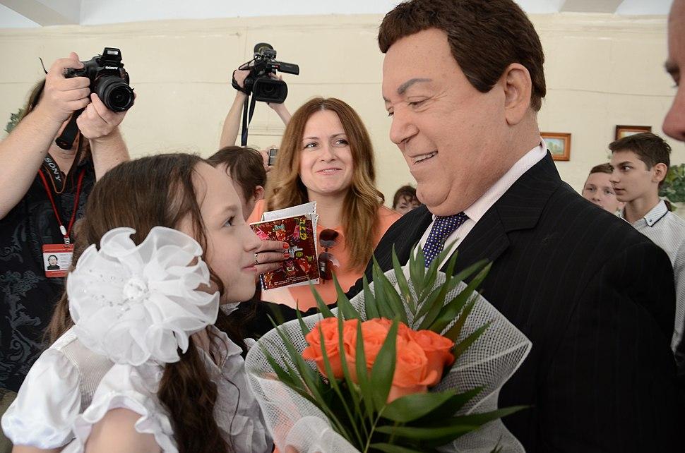 2015-05-28. Последний звонок в 47 школе Донецка 154
