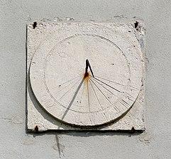 20160423 Zegar słoneczny Chotel Czerwony 5101.jpg