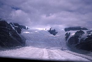 English: Glacier Icefall near Kennecott, Alask...