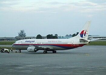 English: Malyasia Airlines 737 9M-MMU pushed b...