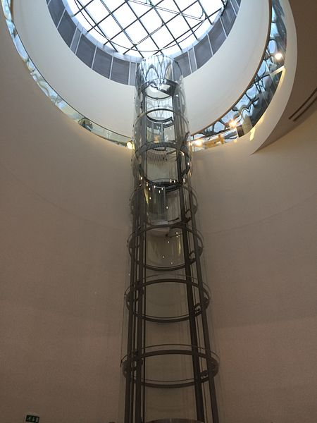 File:A glass elevator. In a library?.jpg