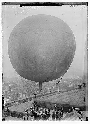 Albert Leo Stevens - Albert Leo Stevens balloon at Manhattan Wanamaker's