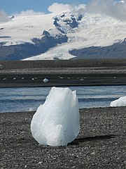 An iceberg in Jokulsarlon