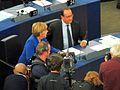 Angela Merkel und François Hollande im Europaparlament Straßburg am 7.10.2015 umringt von Presse und Fernseh Kammeras - panoramio.jpg