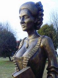 Anna Jabłonowska statue in Siemiatycze – closeup.JPG