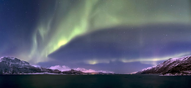 Aurora borealis above Lyngenfjorden, 2012 March-2.jpg