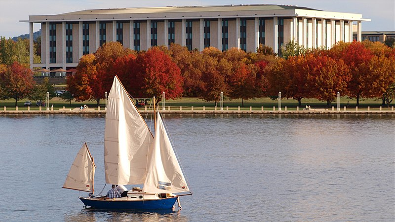 File:Autumn on Lake Burley Griffin.jpg
