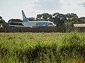 Avião 737-200 da extinta Vasp arrematado em leilão da massa falida da VASP, visto da Rodovia Vicinal Araraquara-Bueno de Andrada-Matão (Rodovia da Coxinha) - panoramio.jpg