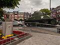 Bastogne, Shermantank op Place General McAuliffe met buste foto2 2014-06-13 13.26.jpg