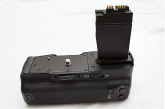 Canon EOS 550D - Newer battery grip for T2i, T3i, T4i and T5i