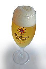 Frisch eingeschenktes Bier