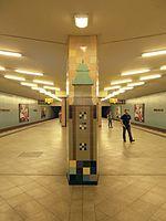 Berlin - U-Bahnhof Turmstraße (9487983983).jpg