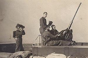 Luftwaffenhelfer - 2cm-antiaircraft gun with Hitler Youth (Flakhelfer - born 1927) on the Flaktower Berlin-Gesundbrunnen (Humboldthain), 1943
