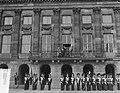 Bezoek Franse president en mevrouw Coty aan Amsterdam, balkon Koninklijk Paleis, Bestanddeelnr 906-6096.jpg