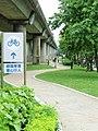 Bikeway outside of Jiantan Station 20070430.jpg