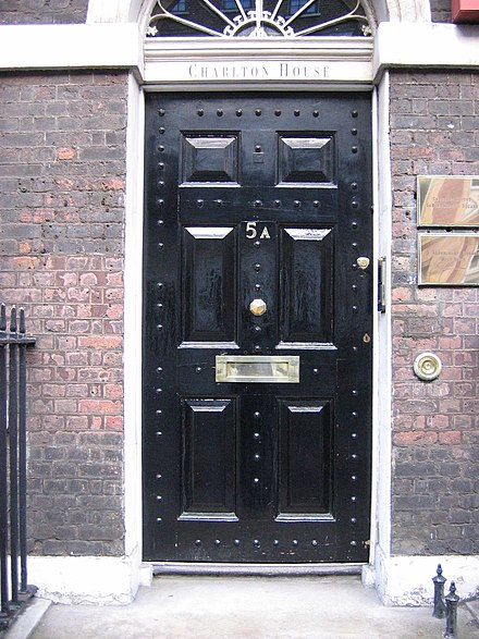 A mail slot letterbox in London located in the middle of the door & Letter box - Wikiwand