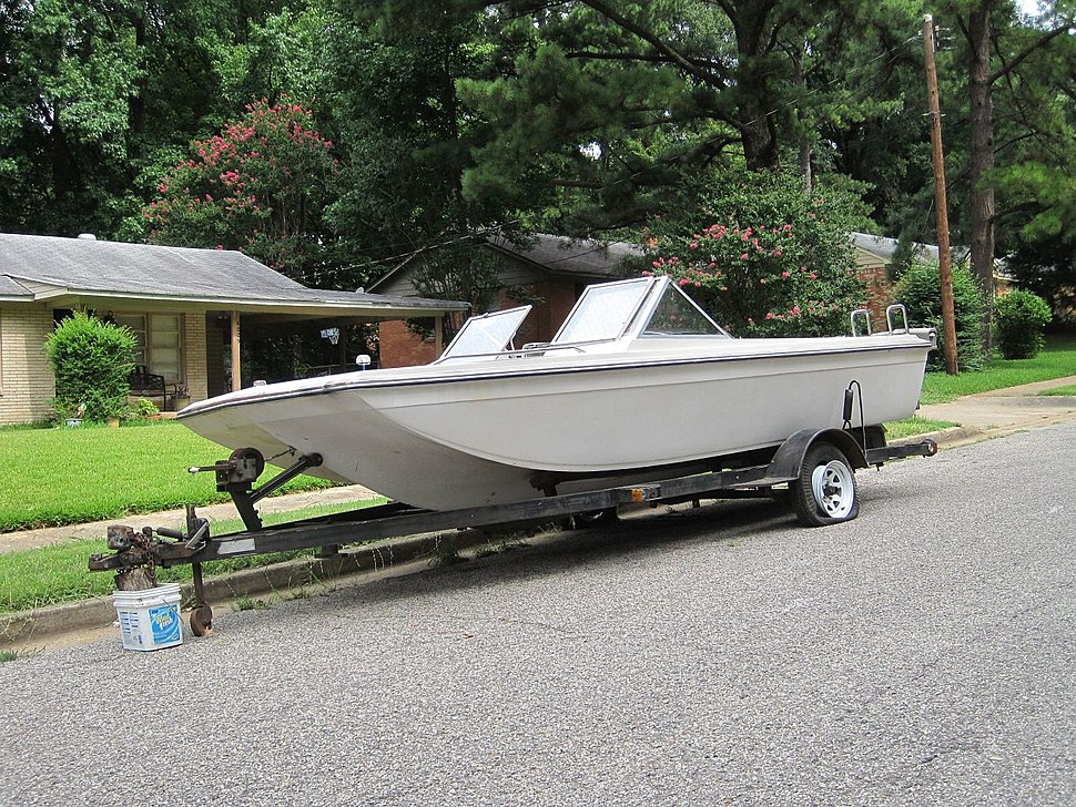 Boat on trailer Memphis TN 2013-07-28 004