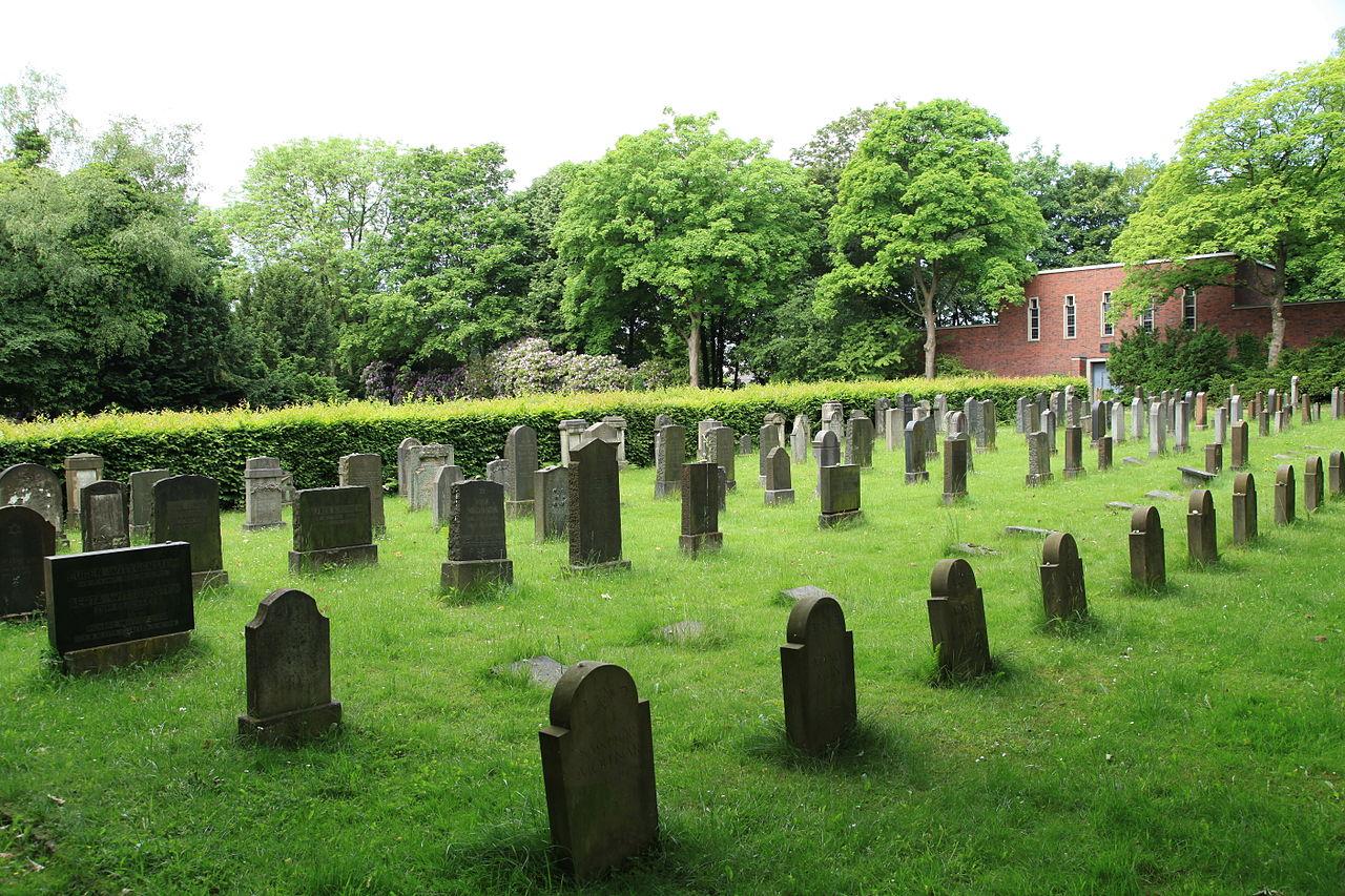 Bochum - Wasserstraße - Jüdischer Friedhof Wiemelhausen 09 ies.jpg