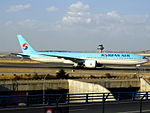 Boeing 777-300ER (HL8208) de Korean Air.JPG