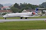 Bombardier CRJ-900LR 'EI-FPF' Scandinavian Airlines System (31209939068).jpg