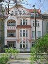 Mietwohnhaus mit Vorgarten und Einfriedung