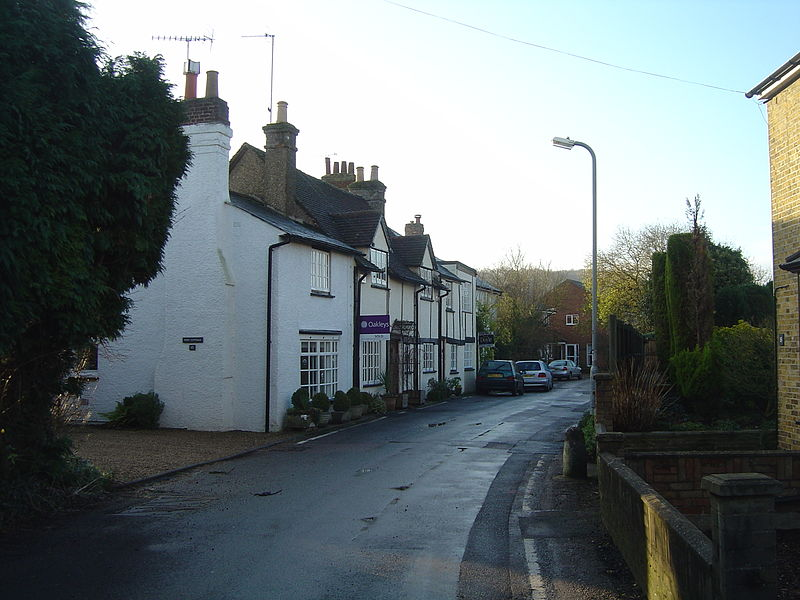 File:Bourne End, Herts - 2008-12-06.jpg