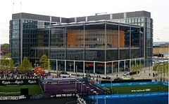 Brent Civic Center e Biblioteca di Wembley (13830389734) .jpg
