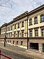 Budova Bývalých Hradcanských Kasaren, Hradčany, Praha, Hlavní Město Praha, Česká Republika (48790985186).jpg