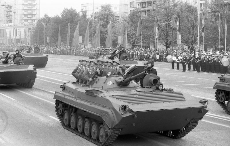 Bundesarchiv Bild 183-1988-1007-009, Berlin, 39. Jahrestag DDR-Gründung, Parade