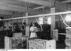 Bundesarchiv Bild 183-2005-0730-518, Erfurt, Nahrungsmittelwerk, Versand.jpg