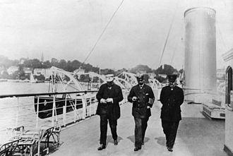 Bernhard von Bülow - Von Bülow, Emperor Wilhelm II, Rudolf von Valentini (left to right) in 1908