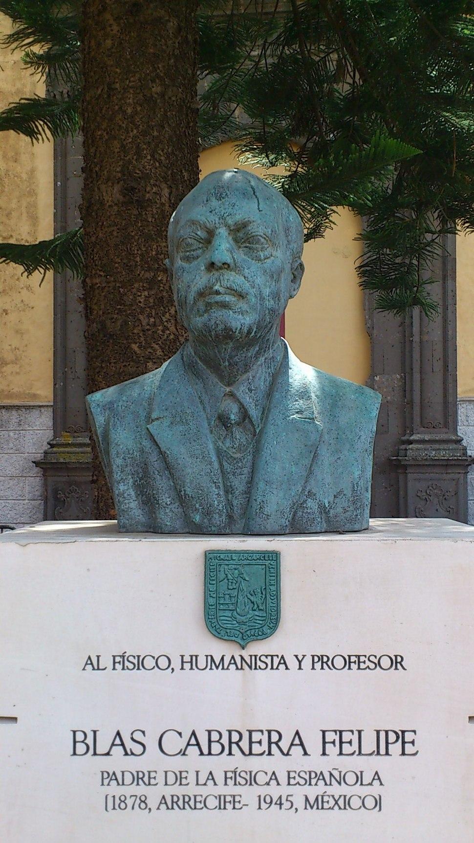 Busto de Blas Cabrera Felipe en el Instituto de Canarias en La Laguna