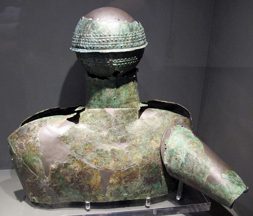 Busto e sfera in bronzo da circolo della fibula, necr. della banditella a marsiliana d'albegna, 675-650 ac ca.
