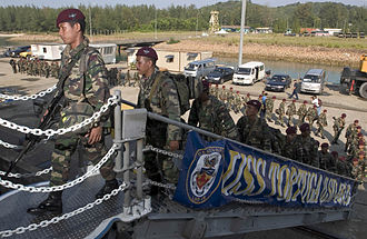 10 Paratrooper Brigade (Malaysia) - Paratroopers board the USS Tortuga during the CARAT Malaysia 2006 with U.S forces.
