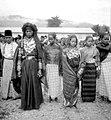 COLLECTIE TROPENMUSEUM Een Gayo bruidspaar Noord-Sumatra TMnr 10002960.jpg