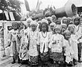 COLLECTIE TROPENMUSEUM Een groep Arabische kinderen in gelegenheidskleding te Kandangan TMnr 10005161.jpg