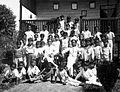 COLLECTIE TROPENMUSEUM Portret van een groep schooljongens met hun onderwijzers in de missiestatie Tering Borneo TMnr 60051407.jpg