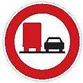 CZ-B22a Zákaz předjíždění pro nákladní automobily.jpg