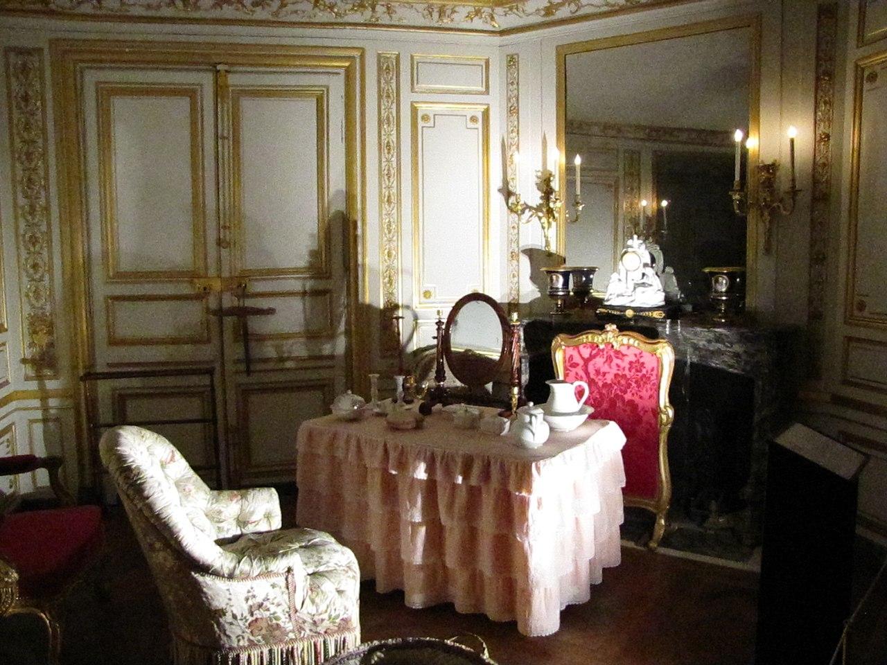 File Cabinet De Toilette Appartement Du Pape 224