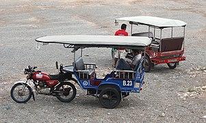 Kambodschanischer Transport 03 Tuk-tuk.jpg