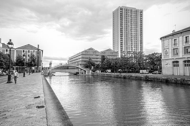 Fichier:Canal Saint-Martin, Pont levant de la rue de Crimée à Paris.jpg